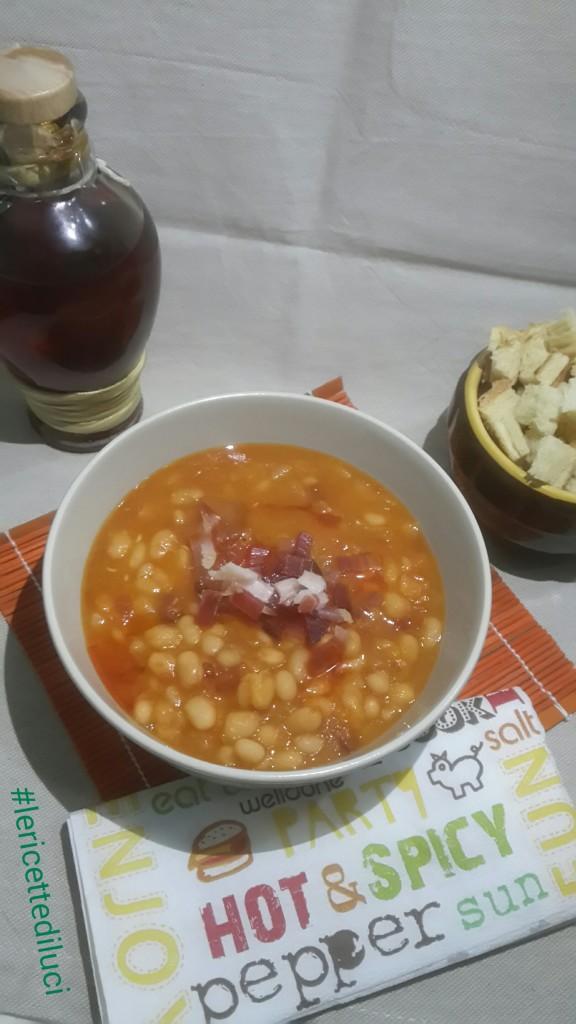 zuppa di fagioli tondini con speck e cipolle
