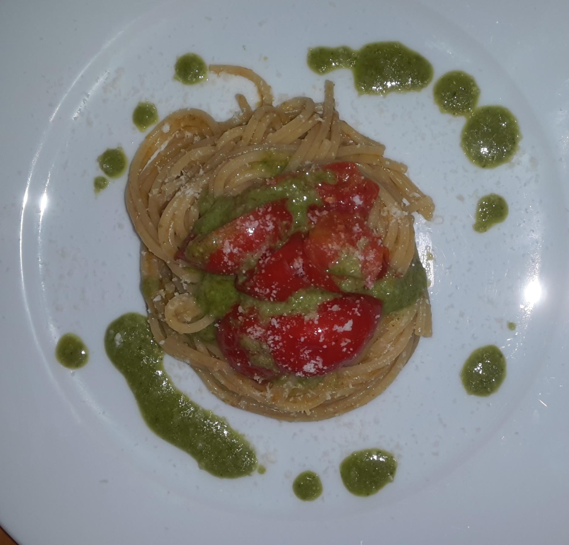 spaghetti pesto e pomodorini