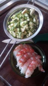 pulite i gamberoni e tagliate le zucchine