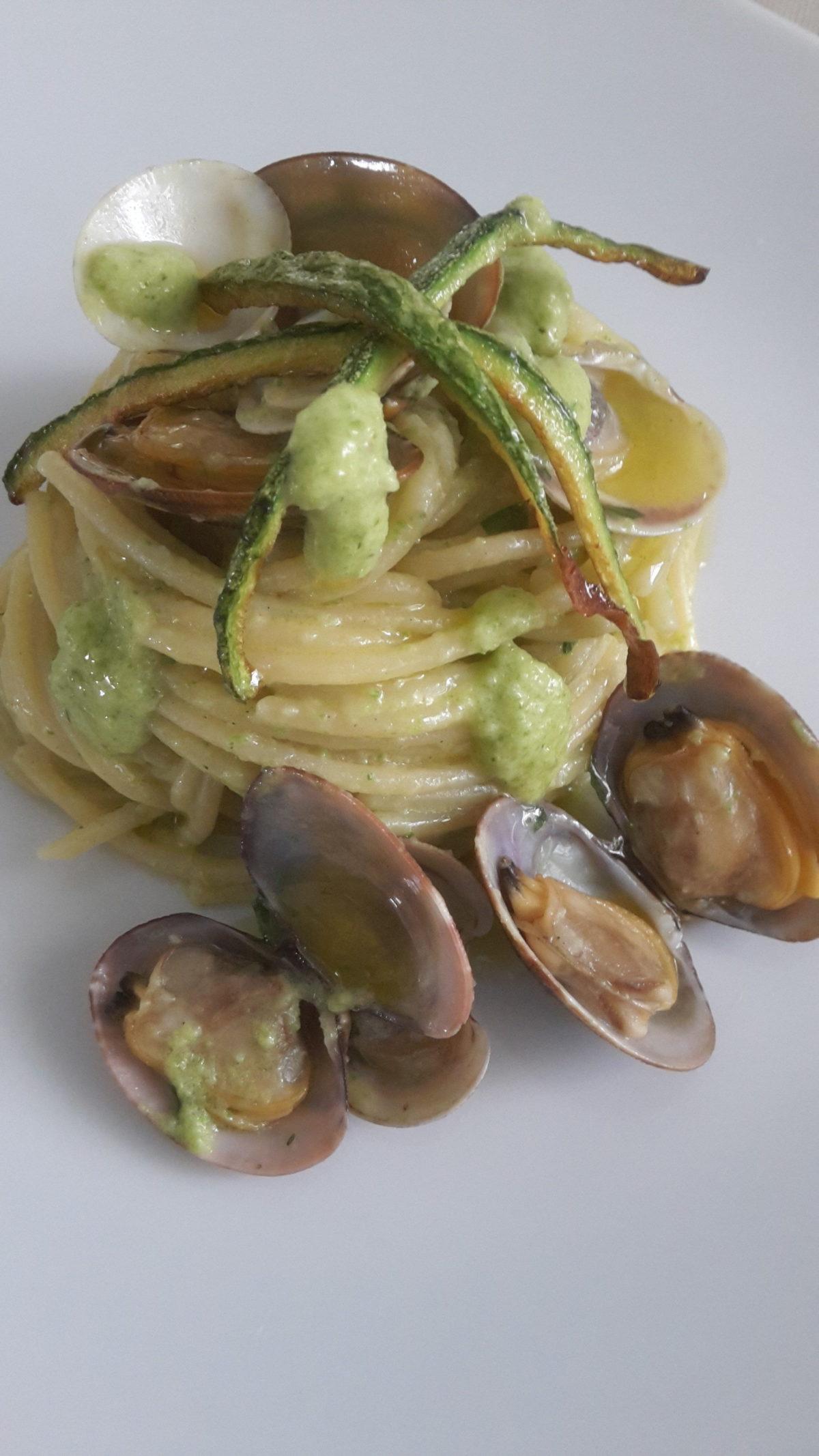 Spaghetti vongole, lupini e crema fresca di zucchine