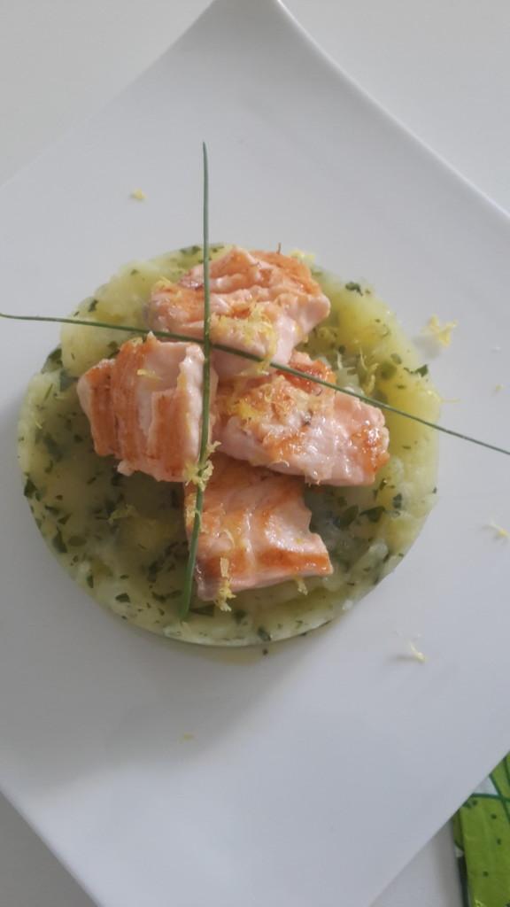 salmone scottato su pasticcio di patate