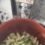 Minestra di zucchine con spaghetti spezzati