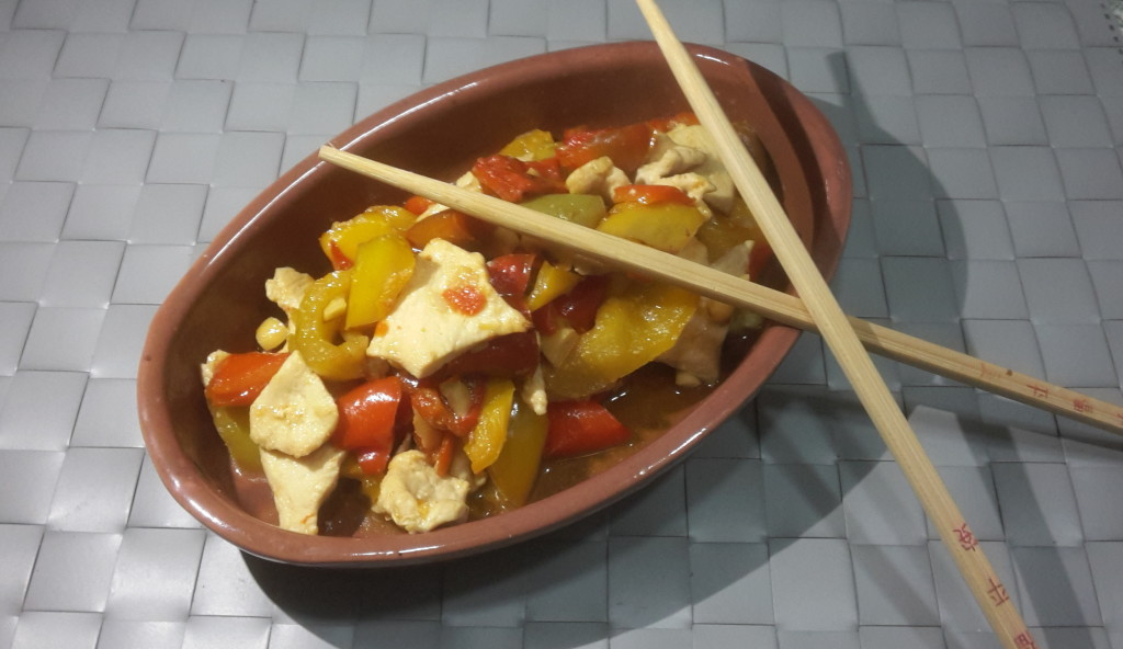 petto di pollo anacardi e peperoni