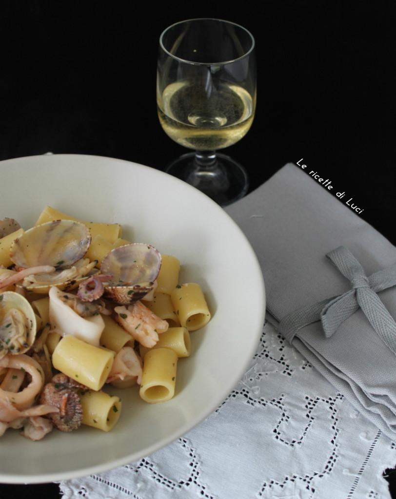 calamaretti, gamberoni e vongole