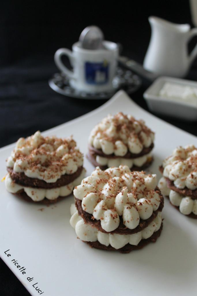 Cialde al cacao con ricotta e marmellata