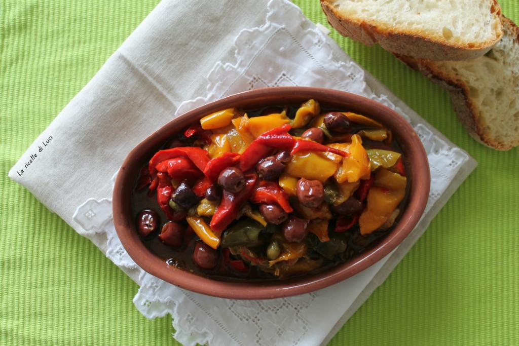 Peperoni con olive e capperi