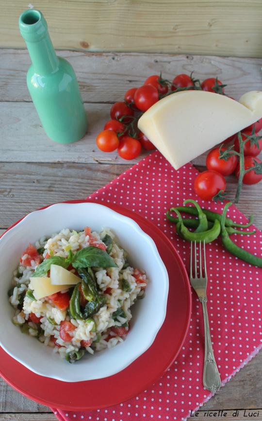 Riso freddo peperoncini verdi, pomodorini e provolone