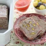 Terrina di carne mistacon pistacchi, crema all'arancia e insalatina di patate