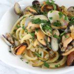 Spaghetti quadrati con vongole, lupini, cozze e zucchine
