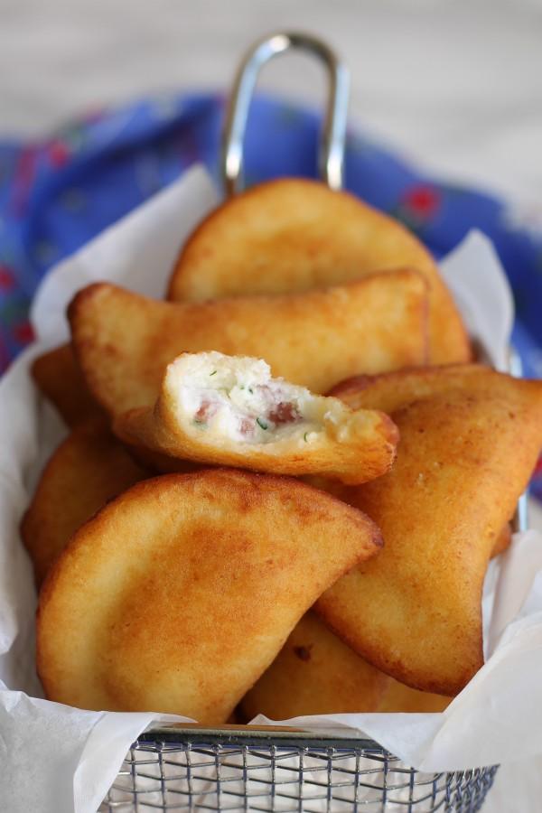 ravioli di patate fritti con ripieno