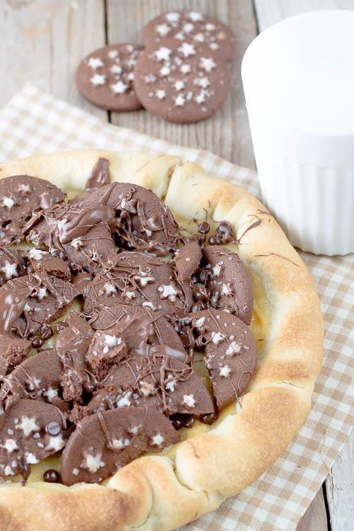 Crostata con crema pasticcera, biscotti Pan di Stelle e Nutella