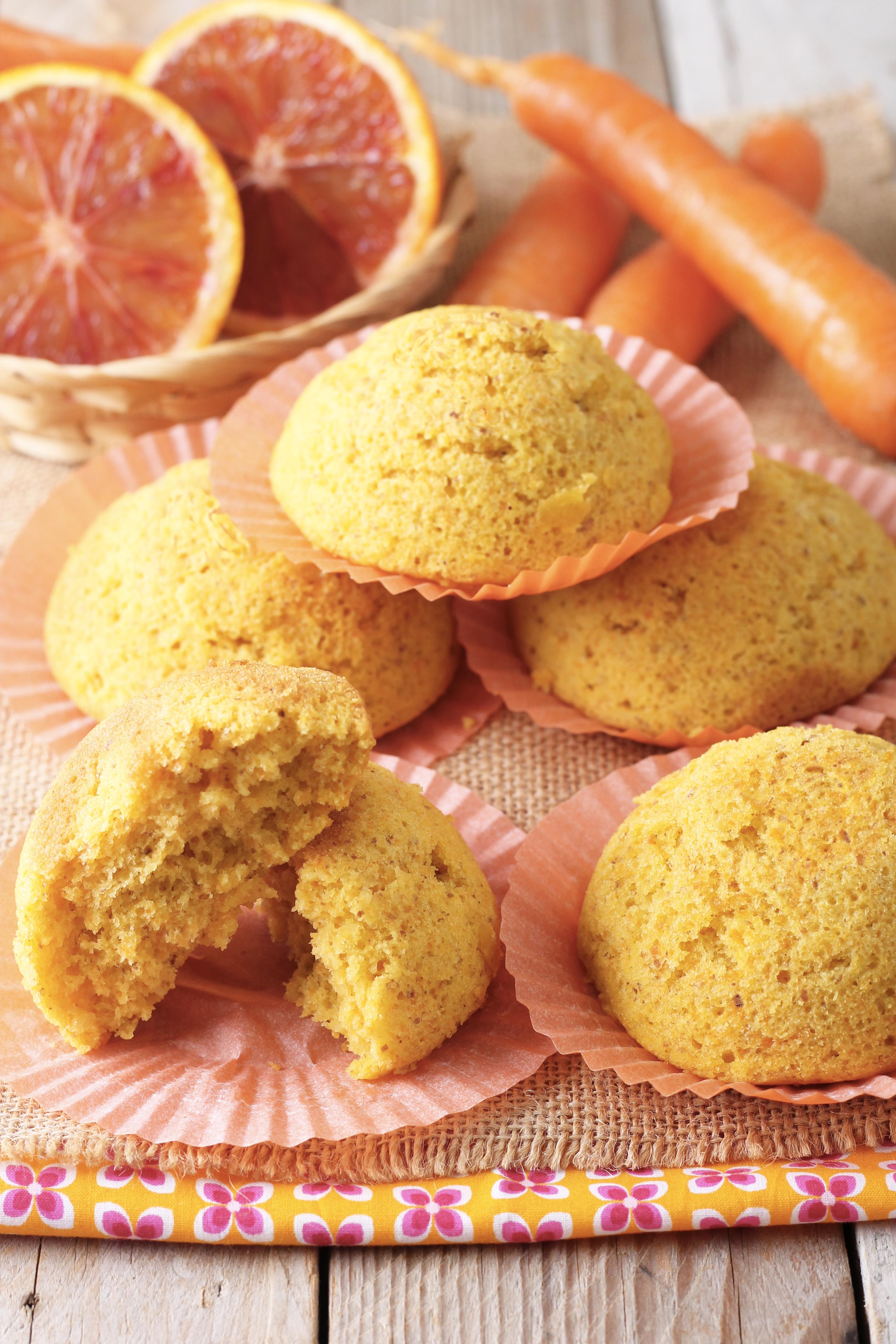 Camille: morbidi tortini con mandorle, carote e arance